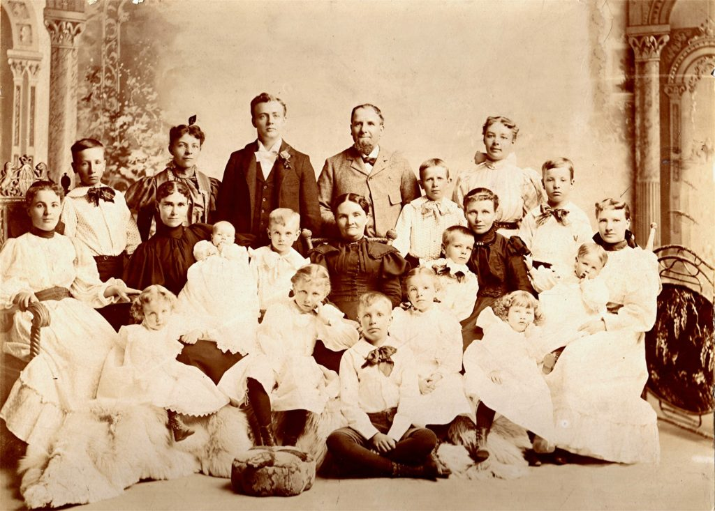 Isaac Sears with his three wives and his children 1897